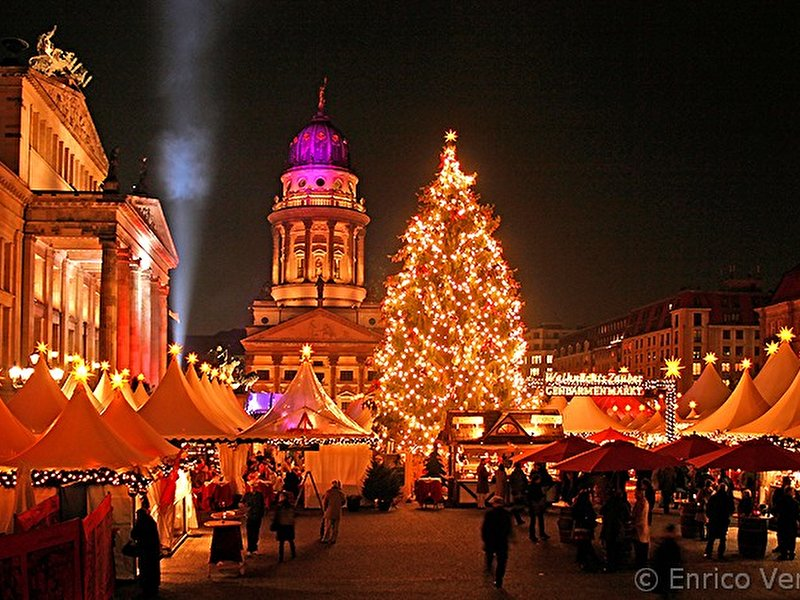 weihnachtsmarkt am gendarmenmarkt weihnachten in berlin. Black Bedroom Furniture Sets. Home Design Ideas