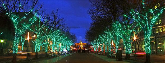 Unter Den Linden Weihnachtsbeleuchtung.Weihnachtlicher Glanz Am Prachtboulevard Unter Den Linden